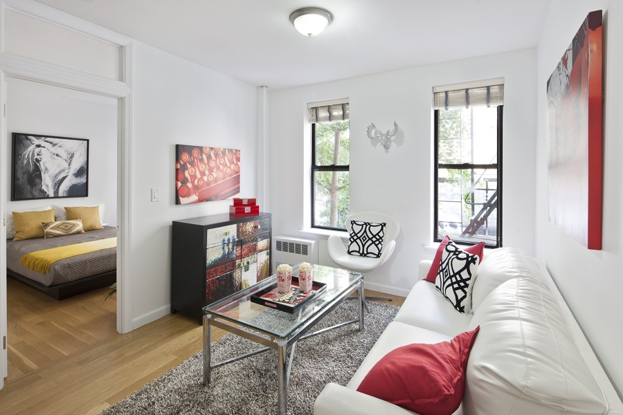 Amazing Space NYC adds pops of red to glamorized an expensive 4 room walk up